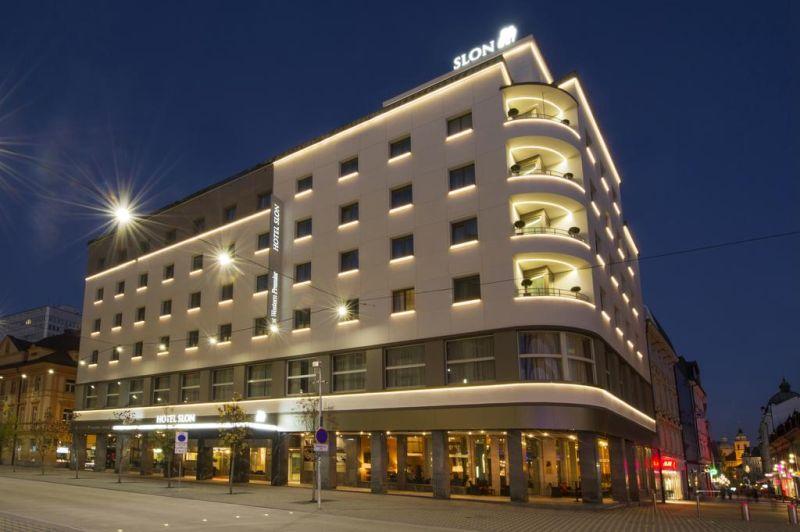 Situato nel cuore di Lubiana, il Best Western Premier Hotel Slon offre camere luminose e colorate, un'area benessere, un ristorante elegante