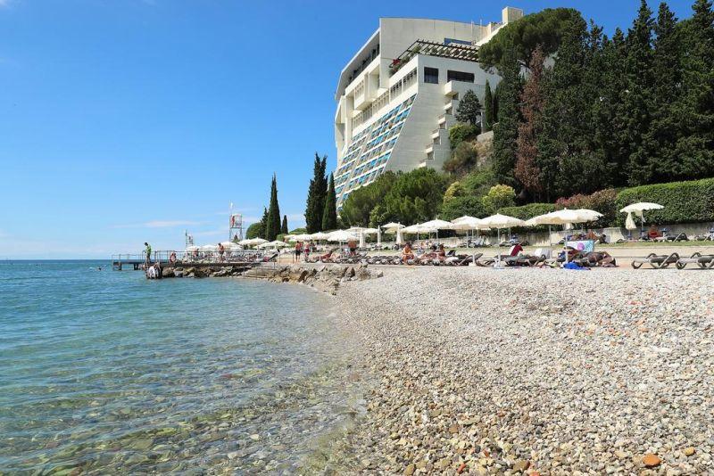 Situato in una posizione fronte mare tra le città storiche di Portorož e Piran, l'elegante Grand Hotel Bernardin offre un centro termale e benessere con vista panoramica sul mare Adriatico e piscina coperta con acqua di mare riscaldata