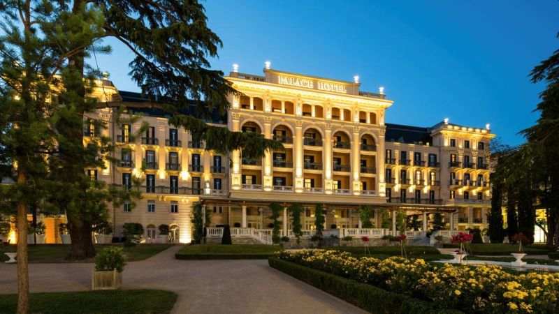 Immerso in un parco paesaggistico di interesse storico, il lussuoso Hotel Kempinski Palace sorge nel centro di Portorož (Portorose) e vanta una piscina di acqua salata, un'area spa e benessere vasta e all'avanguardia, alcuni bar e ristoranti, una vista sul Mar Adriatico