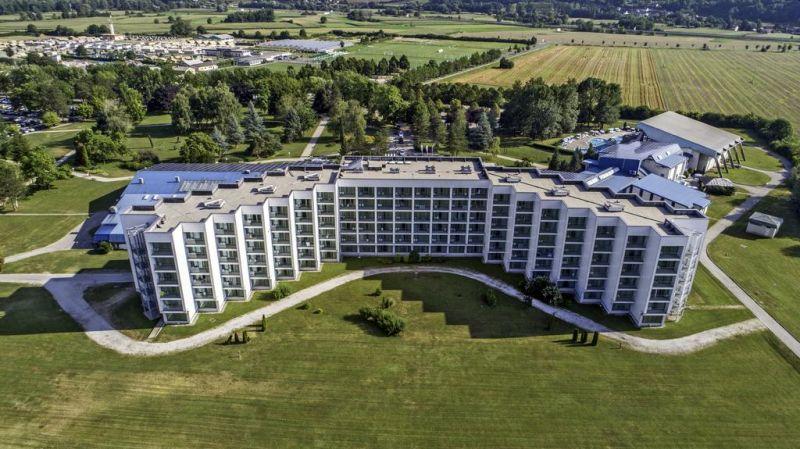 Situato all'interno del complesso termale Čatež Thermal Spa, l'Hotel Terme offre un centro benessere e bellezza con piscina coperta e una all'aperto e una zona sauna