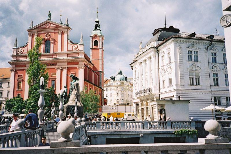 Lubiana è di gran lunga la città più grande e più popolosa della Slovenia. E 'anche capitale politica, economica e culturale della nazione.