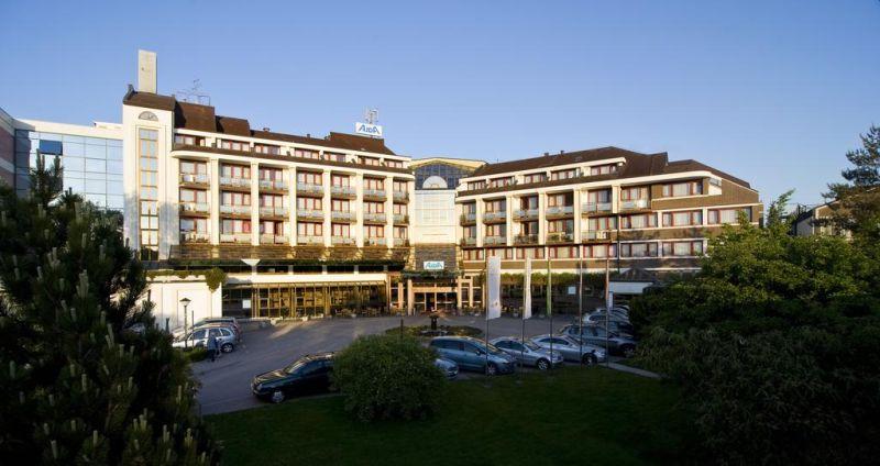 Situato a Moravske Toplice, l'Hotel Ajda - Sava Hotels & Resorts offre servizi gratuiti quali la connessione Wi-Fi in tutte le aree e l'accesso alle proprie piscine dotate di grande scivolo d'acqua e al resort benessere Terme 3000, provvisto delle strutture per il fitness.