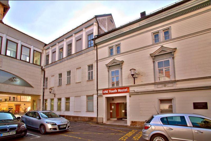 L'UNI Youth Hostel è l'ostello situato nel centro della città di Maribor. Si trova nelle immediate vicinanze di tutte le attrazioni turistiche e di ristoranti, negozi e aree commerciali. La connessione Wi-Fi è gratuita.