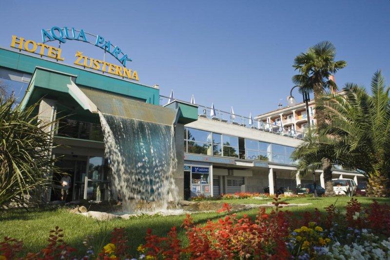 l'Hotel Aquapark Žusterna dista 1,5 km dal centro di Capodistria e offre un centro benessere con accesso gratuito alle piscine coperte e all'aperto