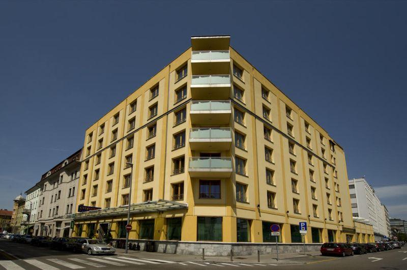 Il City Hotel Ljubljana dista 350 metri dal Triplo Ponte di Lubiana, 500 metri dal centro storico di Lubiana, 1 km dal Castello di Lubiana e pochi passi da diversi ristoranti, negozi e bar.