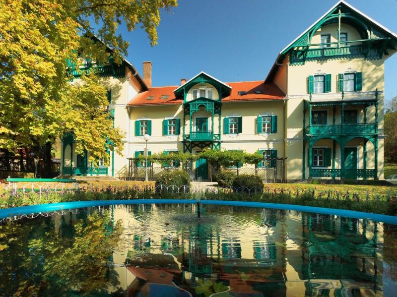 Costruito nel 1875, il rinnovato Depandance Hotel Park è un moderno complesso benessere ubicato nel parco termale Terme Dobrna