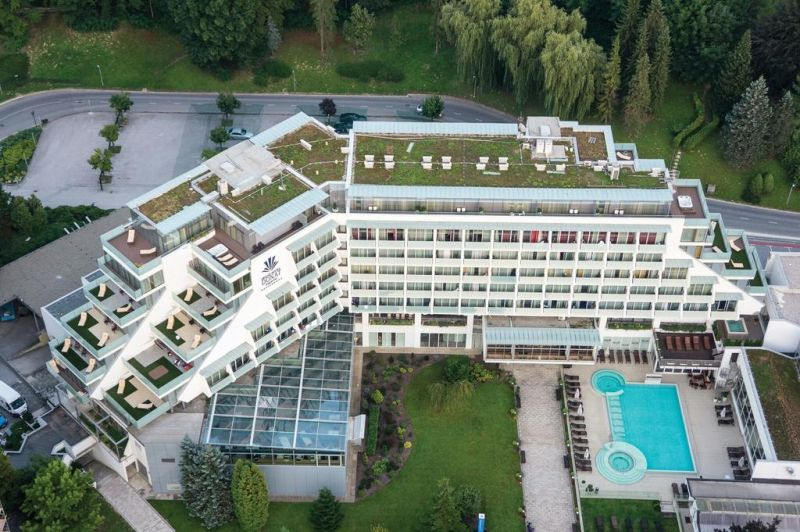Situato nella città termale di Rogaška Slatina, il Grand Hotel Donat, Rogaska & Prestige Wellness Center offre un centro benessere, un centro fitness, un ristorante, un casinò e il WiFi gratuito in tutte le aree.