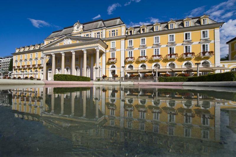 Situato nel centro di Rogaška Slatina, il Grand Hotel Rogaška Premium offre un'area benessere con spa, un complesso di piscine