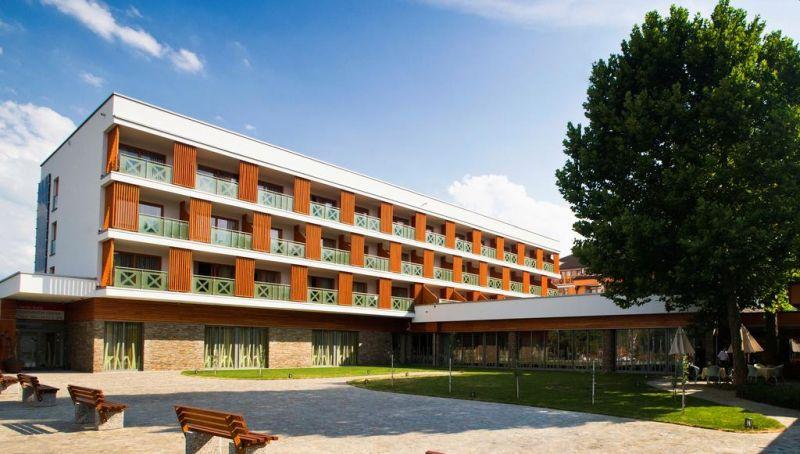 Posto nel cuore della città di Zreče, l'Hotel Atrij offre un centro termale e benessere con piscina