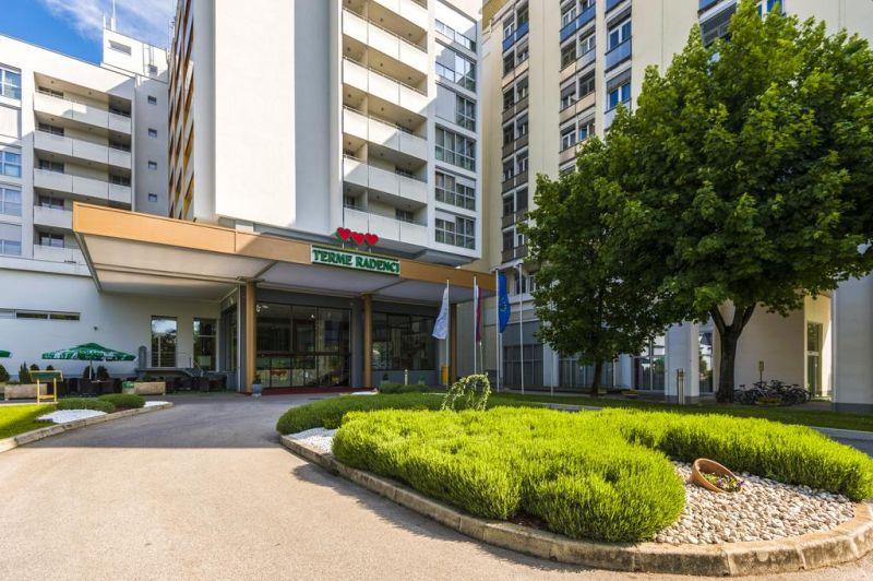 Ubicato in una zona verde di Radenci, vicino al fiume Mura, il Radenci Spa Resort - Sava Hotels & Resorts vanta un fantastico parco acquatico con piscine termali coperte e all'aperto