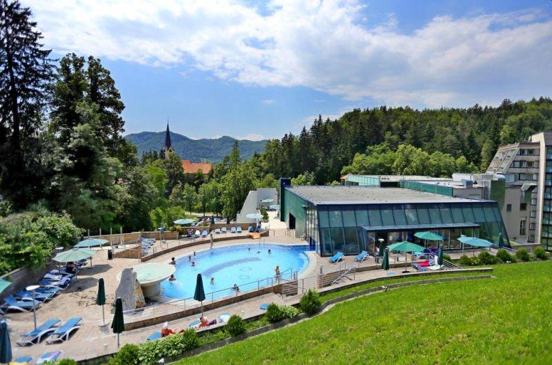 Terme Dobrna, dove i fattori curativi termali si uniscono ai doni della natura e alle moderne conoscenze mediche, ponendo il centro termale ai vertici dell'offerta turistica slovena.