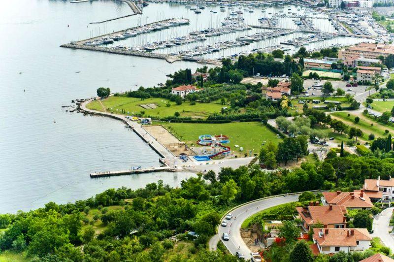 Immerso in un parco mediterraneo a breve distanza dalla spiaggia di Isola d'Istria (Izola), l'Hotel Mirta - San Simon Hotel Resort offre un moderno centro spa e benessere dotato di piscina interna di acqua salata