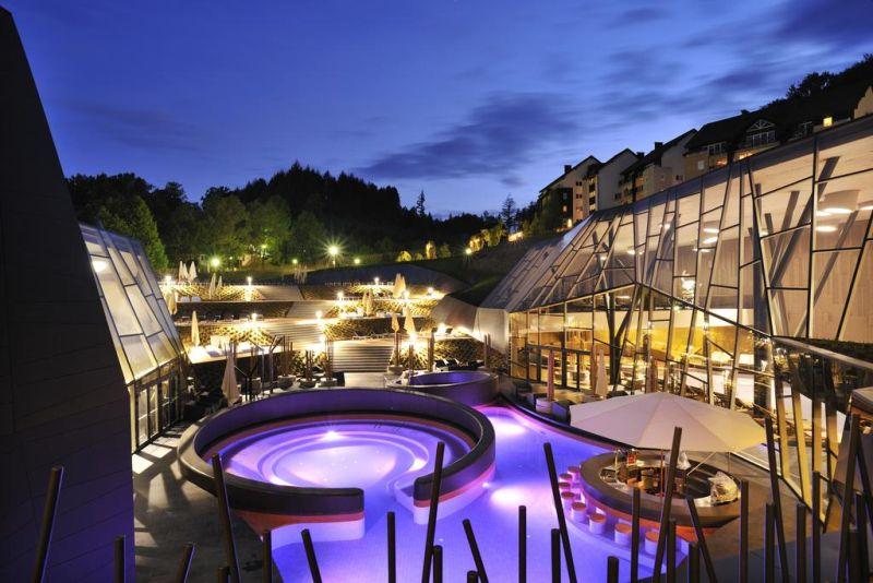Circondato da una rigogliosa vegetazione, il Terme Olimia - Hotel Sotelia è situato nella piccola città di Podcetrtek e collegato al Wellness Center Termalija e al Wellness Orhidelia con un corridoio sotterraneo.