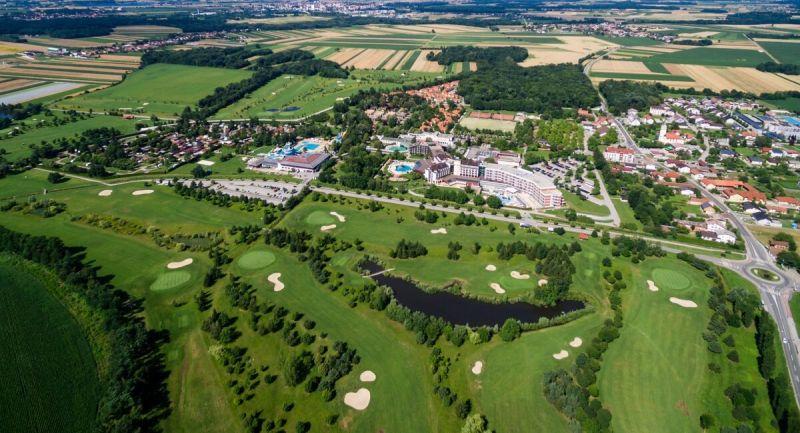 Il campo da golf a 18 buche Livada, che copre ben 50 ettari, circonda la località di Terme 3000 a Moravske Toplice come parte di un parco naturale.