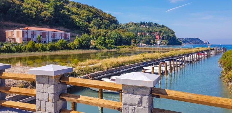 Affacciato sulle Saline di Sicciole, l'Hotel Lavender - Oleander Resort si trova a pochi passi dal Parco Naturale di Strugnano