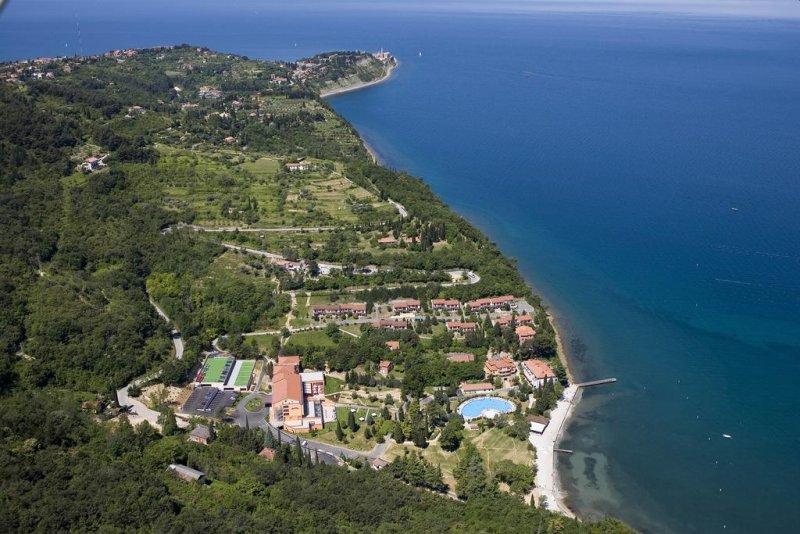 Affacciato sulla baia del Salinera Bioenergy Resort e ubicato a breve distanza a piedi dalla spiaggia più vicina, il Bioenergy Resort Salinera Hotel offre, gratuitamente, un parcheggio e il WiFi in tutte le aree.